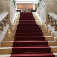 バージンロードに続く階段