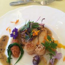 魚料理。黒トリュフのソースも美味でした。