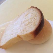 ミニミルク食パンと蜂蜜のパン。焼きたて。