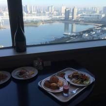 ホテル挙式特権のホテル朝食も味わえます。