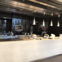 披露宴会場はオープンキッチンがあります。