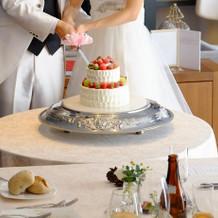 ウエディングケーキ入刀