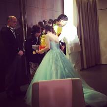 カラードレスはミントグリーンです。