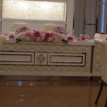 披露宴高砂席!お花で雰囲気変えれます
