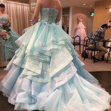 オエ。カラードレスの色が素敵でした。