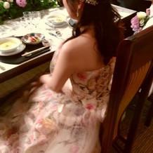 カラードレスの後ろも可愛い♪