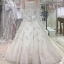 刺繍入りのクラシカルなドレスです。