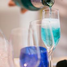 シャンパンはブルー