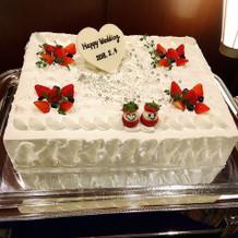 プラン内のウェディングケーキです。