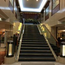 中央階段。記念撮影も可能です。