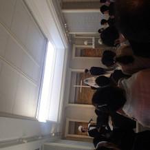 挙式会場(天井が開いているところ)
