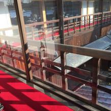 赤じゅうたんの廊下です