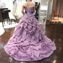 ワタベ。カラードレスは少な目かも。