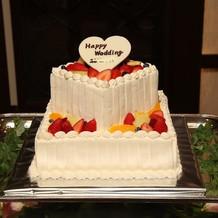 ウェディングケーキは2段にしました。