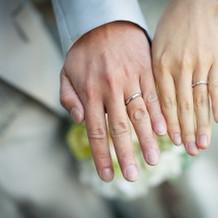 指輪写真もおしゃれに撮ってもらいました。