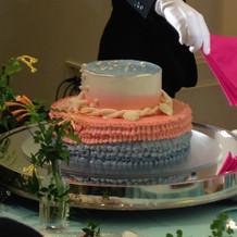 試食会にて、ウェディングケーキ