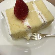 ウェディングケーキ。スポンジがすこし乾燥