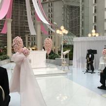 白とピンクを基調とした可愛らしい式場