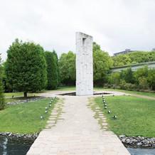 チャペルの向かいにある鐘(白い塔)