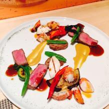 お肉、オマールエビ、彩り野菜
