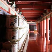 階段を昇ったらたくさん樽が並んでました