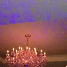 天井の光の演出