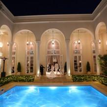 何より夜のプールが素敵