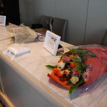 母親への花束贈呈用のお花も持ち込みました