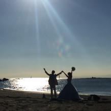 WDのまま砂浜でゲストへサプライズ