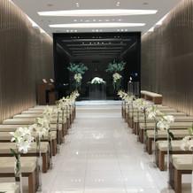 挙式会場(外は夜)