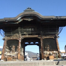近くに善光寺があり観光できる