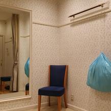 提携衣装室のタカミブライダル 試着室