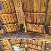 チャペルの天井は昔の料亭のまま