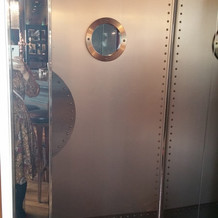 船をイメージした扉