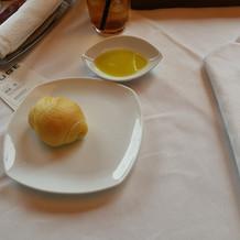 パンとオリーブオイル、ハーブの香り付