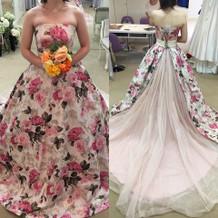佐々木希デザインの花柄ドレス