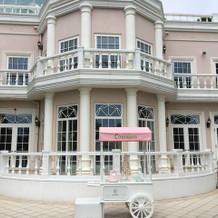 ピンクの外壁が可愛い