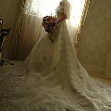 Aラインのウエディングドレスです