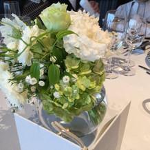 披露宴の席でのお花