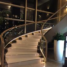 式場へと続く階段