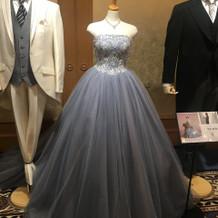 展示されていたカラードレス
