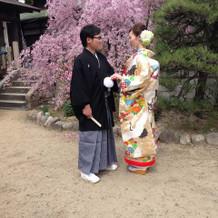 シンプルな袴と豪華な色打掛にしました