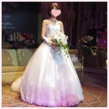 プリンセスラインのウェディングドレス。