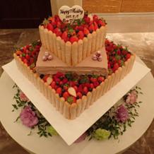 式場オリジナルのウェディングケーキ