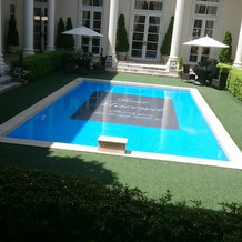 中庭のプール
