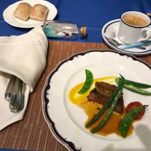 牛ヒレ肉のフォアグラとパン