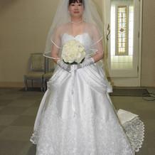 他のドレスにはなかった白さが決め手でした