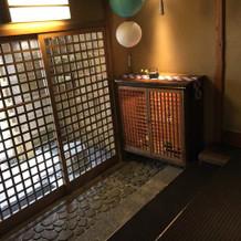 趣ある玄関。暖簾を飾ってみたい。