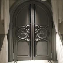 このドアが、チャペルへの入口です。