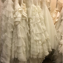 ドレスは豪華なフリルの物が多かったです。